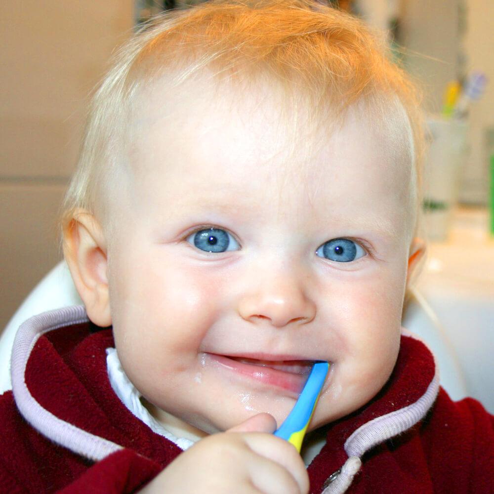 richtig-zaehneputzen-mit-babys-kleinkindern